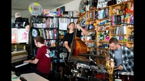 Посмотрите GoGo Penguin: NPR Music Tiny Desk Concert