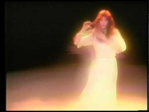 Посмотрите Kate Bush - Wuthering Heights - Official Music Video - Version 1