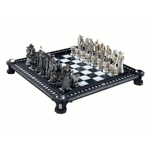 "People recommend ""Final Challenge Chess Set by Noble Collection"""